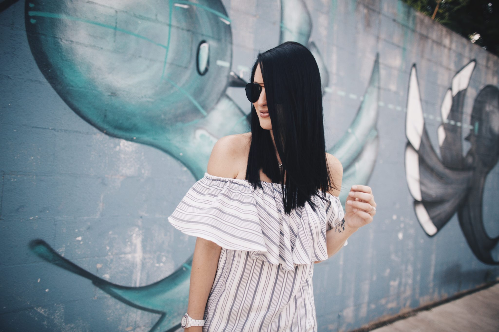 Off the Shoulder Top and Linen Pants | summer fashion tips | summer outfit ideas | summer style tips | what to wear for summer | warm weather fashion | fashion for summer | style tips for summer | outfit ideas for summer || Dressed to Kill