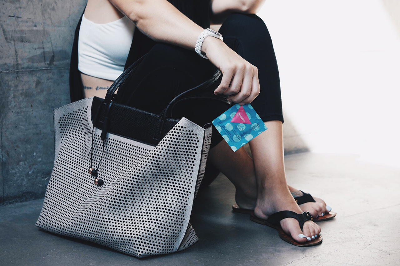 Gym Bag Essentials   what to pack in your gym back   what to take to the gym   gym bag packing tips   how to pack a gym bag   fashionable gym bags    Dressed to Kill