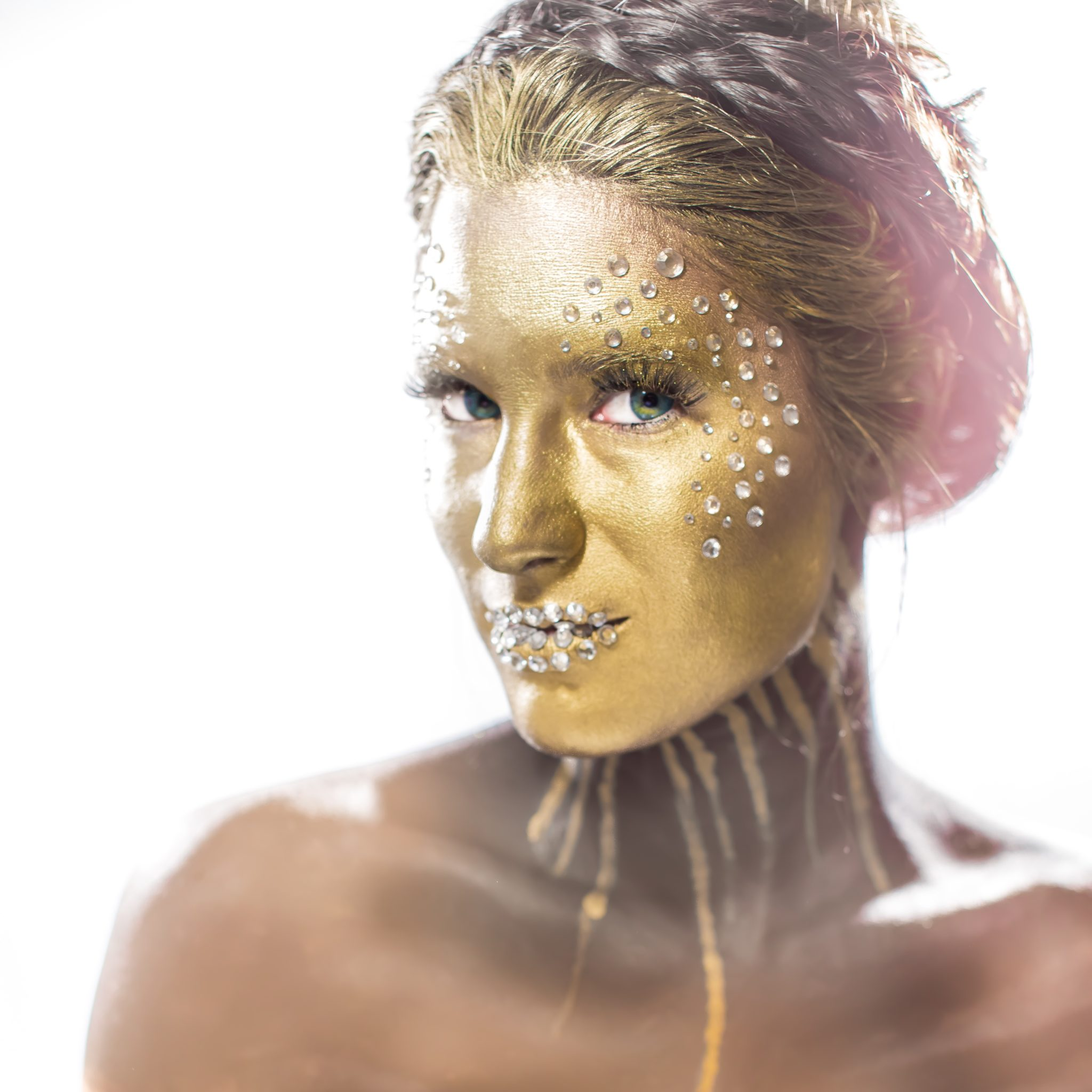 Gold Face Halloween Makeup | halloween makeup ideas | halloween costume ideas | how to do makeup for halloween | halloween inspired makeup ideas | makeup tips for halloween || Dressed to Kill