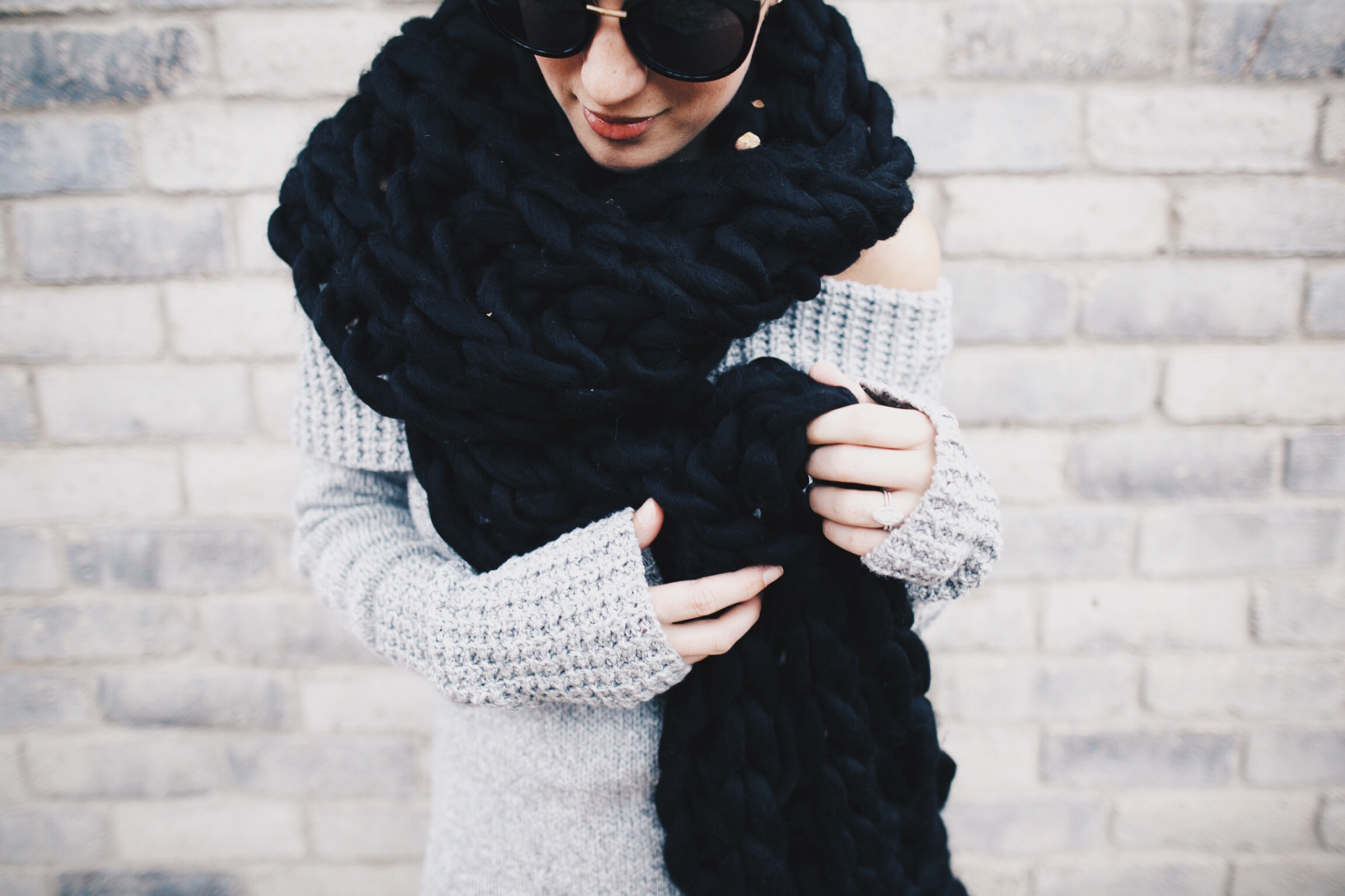 Black Chunky Knit Scarf | how to style a chunky knit scarf | how to wear a chunky knit scarf | chunky knit scarf style tips | fall scarves | scarves for fall and winter | fall fashion tips | fall outfit ideas | fall style tips | what to wear for fall | cool weather fashion | fashion for fall | style tips for fall | outfit ideas for fall || Dressed to Kill  #chunkyscarf #knitscarf #scarvesforwomen