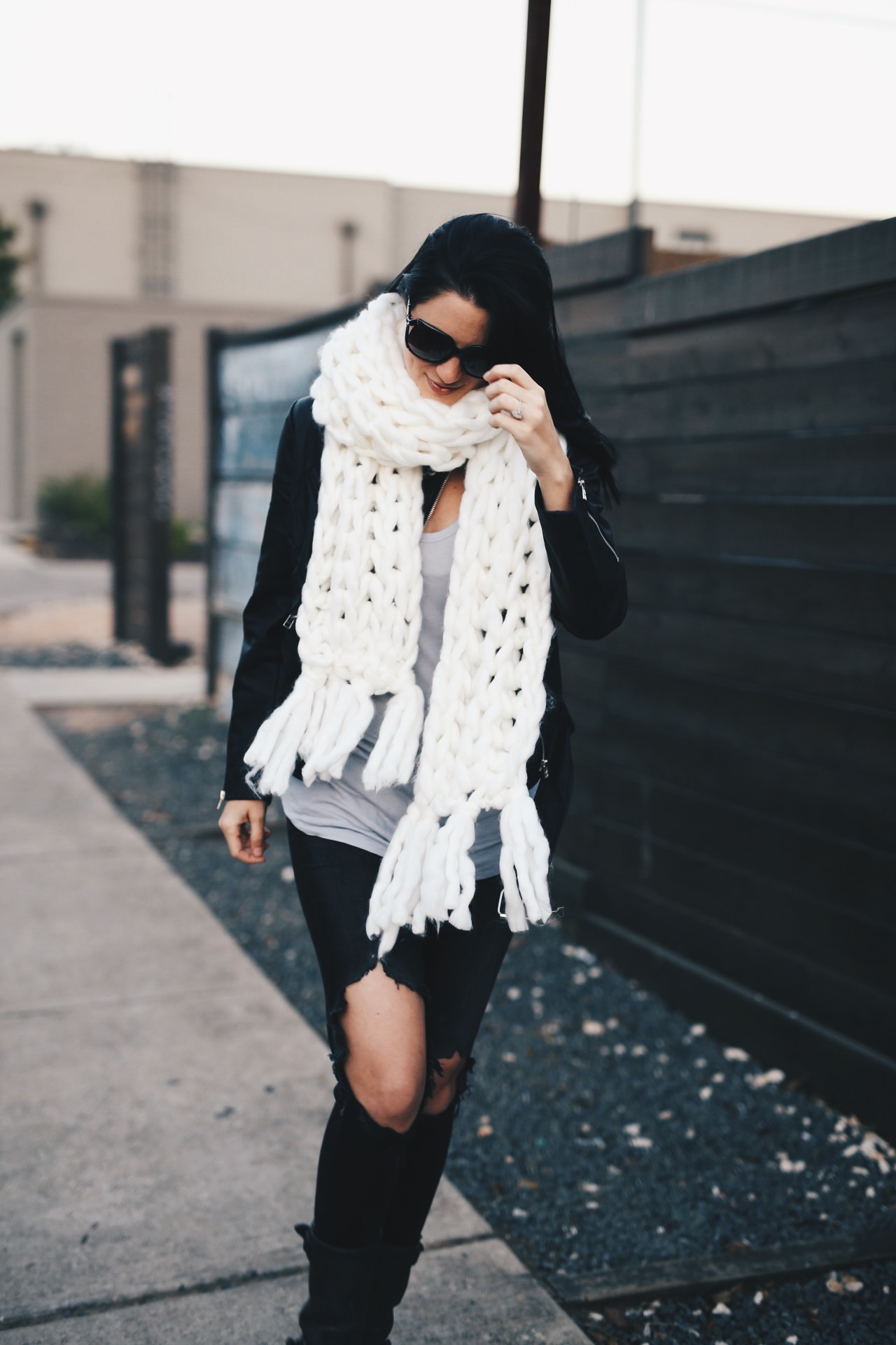 White Chunky Knit Scarf | how to style a chunky knit scarf | how to wear a chunky knit scarf | chunky knit scarf style tips | fall scarves | scarves for fall and winter | fall fashion tips | fall outfit ideas | fall style tips | what to wear for fall | cool weather fashion | fashion for fall | style tips for fall | outfit ideas for fall || Dressed to Kill  #chunkyscarf #knitscarf #scarvesforwomen