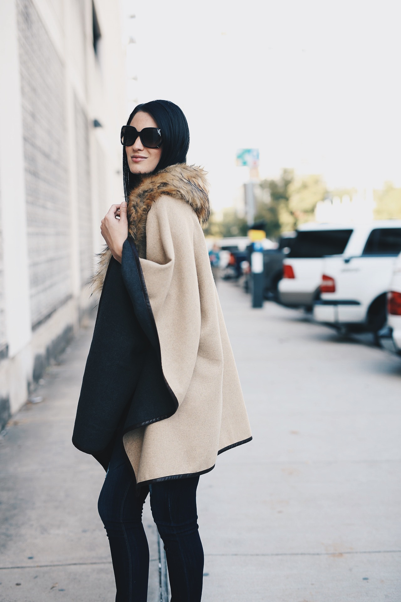 Faux Fur Cape | how to style a fur cape | how to wear a fur cape | faux fur fashion | styling faux fur | fall fashion tips | fall outfit ideas | fall style tips | what to wear for fall | cool weather fashion | fashion for fall | style tips for fall | outfit ideas for fall || Dressed to Kill #fauxfur #capestyle #furcape