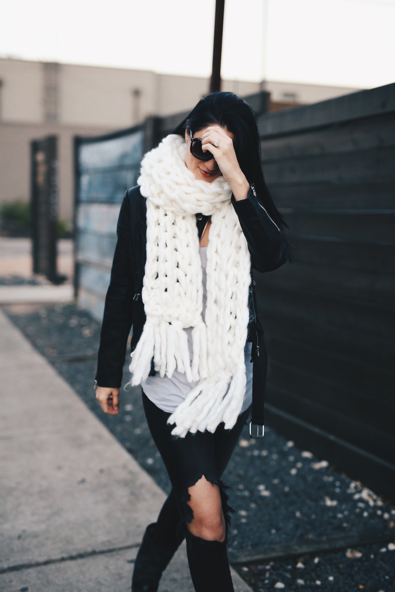 Ivory Chunky Knit Scarf | how to style a chunky knit scarf | how to wear a chunky knit scarf | chunky knit scarf style tips | fall scarves | scarves for fall and winter | fall fashion tips | fall outfit ideas | fall style tips | what to wear for fall | cool weather fashion | fashion for fall | style tips for fall | outfit ideas for fall || Dressed to Kill  #chunkyscarf #knitscarf #scarvesforwomen