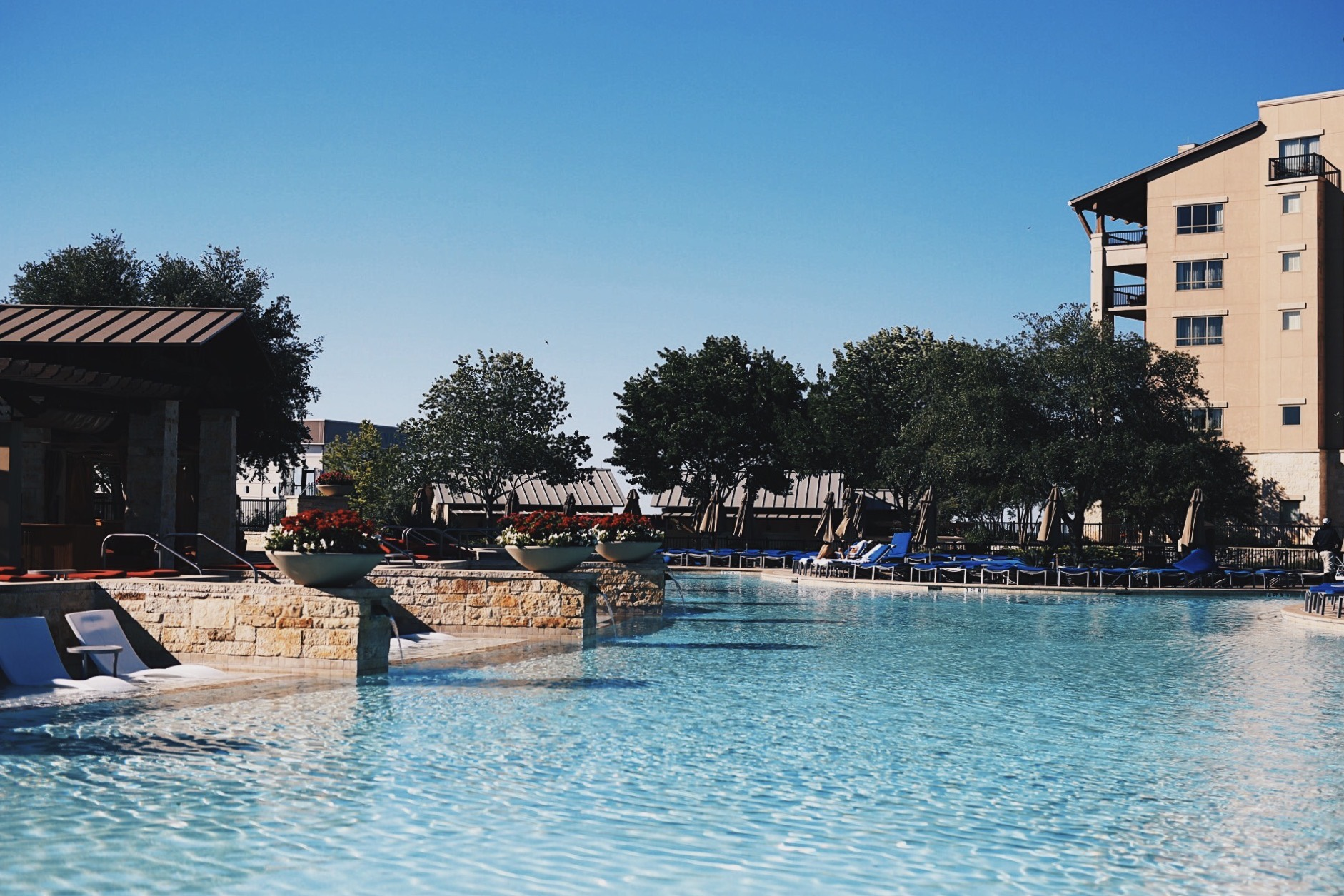 DTKAustin shares her latest stay at the JW Marriott San Antonio Hill Country Resort & Spa in Texas. Gorgeous scenery including a golf course and lazy river, this hotel isn't one to miss. Click for more information and photos!