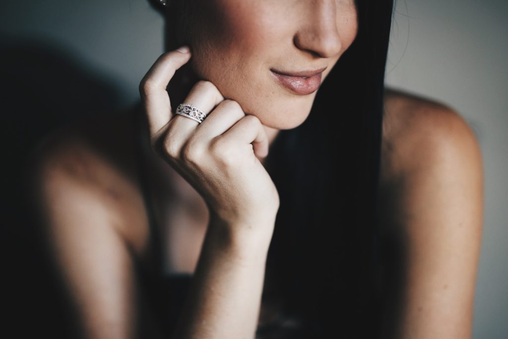 DTKAustin is sharing why Simon G is her go-to company for diamond jewelry. Click for more information and photos.