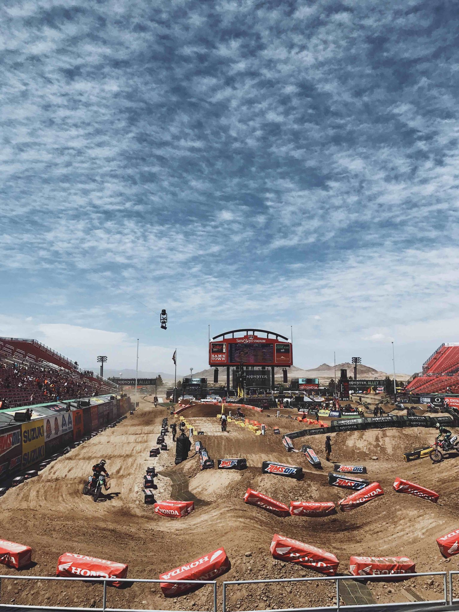 DTKAustin shares her experience at the last 2017 Supercross race of the season in Las Vegas.