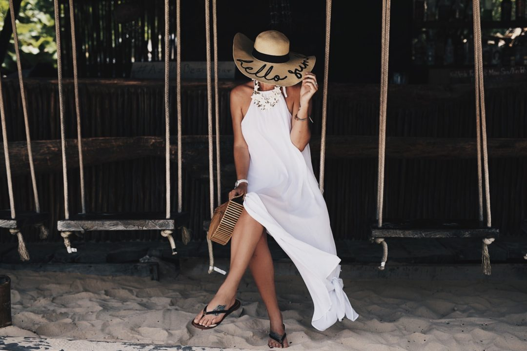 DTKAustin is sharing her must have straw summer accessories. From straw hats with fun sayings to colorful beach totes, it's all in this post! Click for more information and photos.