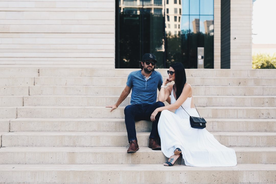 Austin Blogger DTKAustin's husband is spilling the beans on what it's like being an Instagram Husband and being married to a fashion blogger and stylist. | anniversary photo ideas | styling for an anniversary shoot | anniversary photo shoot fashion tips | what to wear for an anniversary photo shoot | how to style a maxi dress | couples fashion | his and her summer fashion || Dressed to Kill