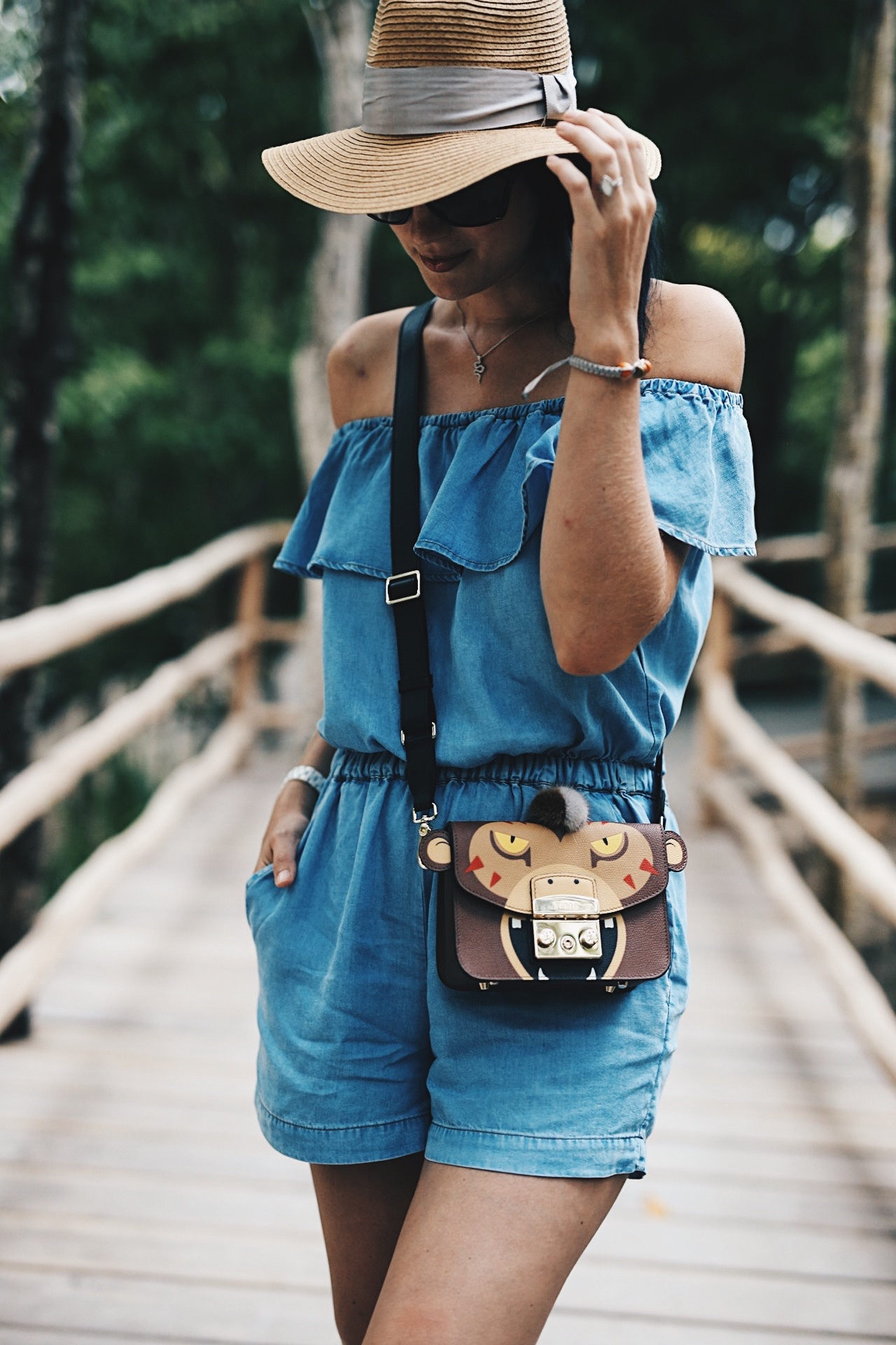 DTKAustin shares details on the most versatile Splendid chambray romper and how to wear it dressy for date night and casual on the beach. Click for more photos and details. | how to style a romper | how to wear a romper | romper style tips | summer fashion tips | summer outfit ideas | summer style tips | what to wear for summer | warm weather fashion | fashion for summer | style tips for summer | outfit ideas for summer || Dressed to Kill