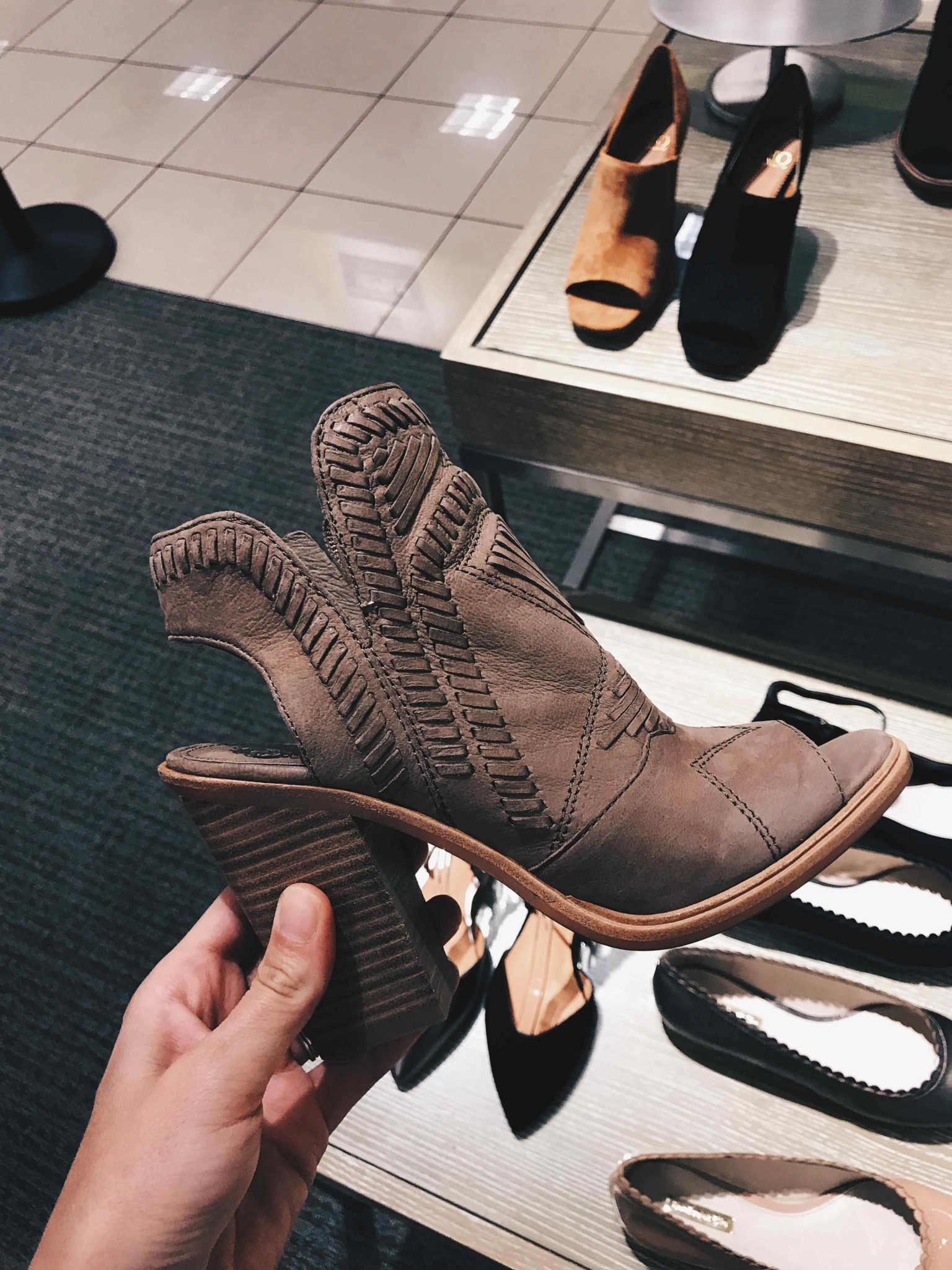 Austin Blogger DTKAustin has compiled a try-on guide of her top picks from the Nordstrom Anniversary Sale that are still in stock!