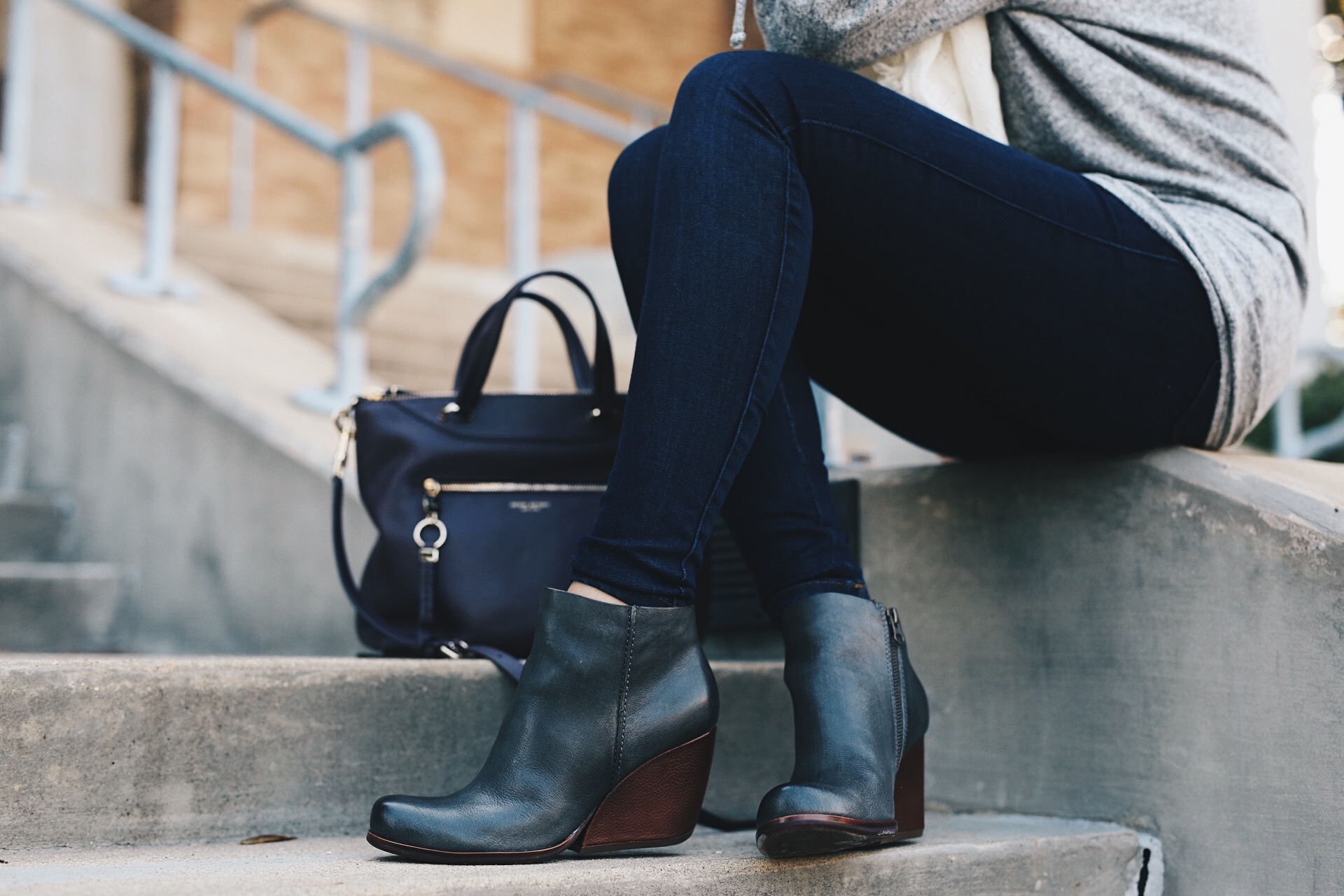 DTKAustin shares why she loves leather shoe brand Kork-Ease and why you should be online shopping at Zappos. | fall fashion tips | fall outfit ideas | fall style tips | what to wear for fall | cool weather fashion | fashion for fall | style tips for fall | outfit ideas for fall || Dressed to Kill