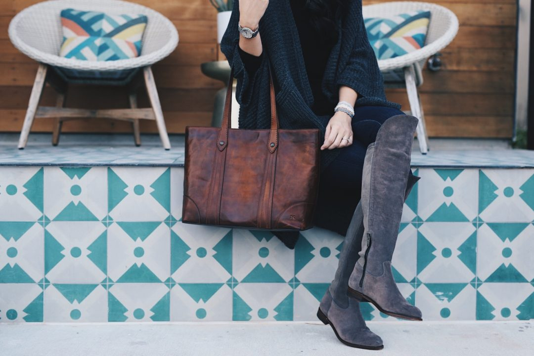 DTKAustin shares how to pull of darker hues in the Fall/Winter and still be able to show off detailed accessories. Frye Tote, Ariat OTK Boots, Boohoo Cardigan.