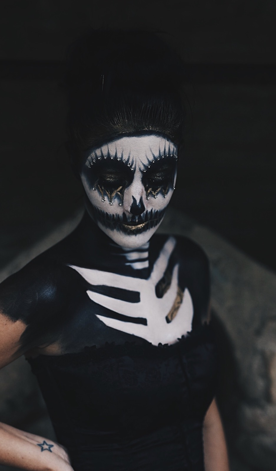 Austin Blogger DTKAustin shares her sexy skeleton costume with full face and body paint for Halloween. | halloween makeup ideas | halloween costume ideas | how to do makeup for halloween | halloween inspired makeup ideas | makeup tips for halloween || Dressed to Kill