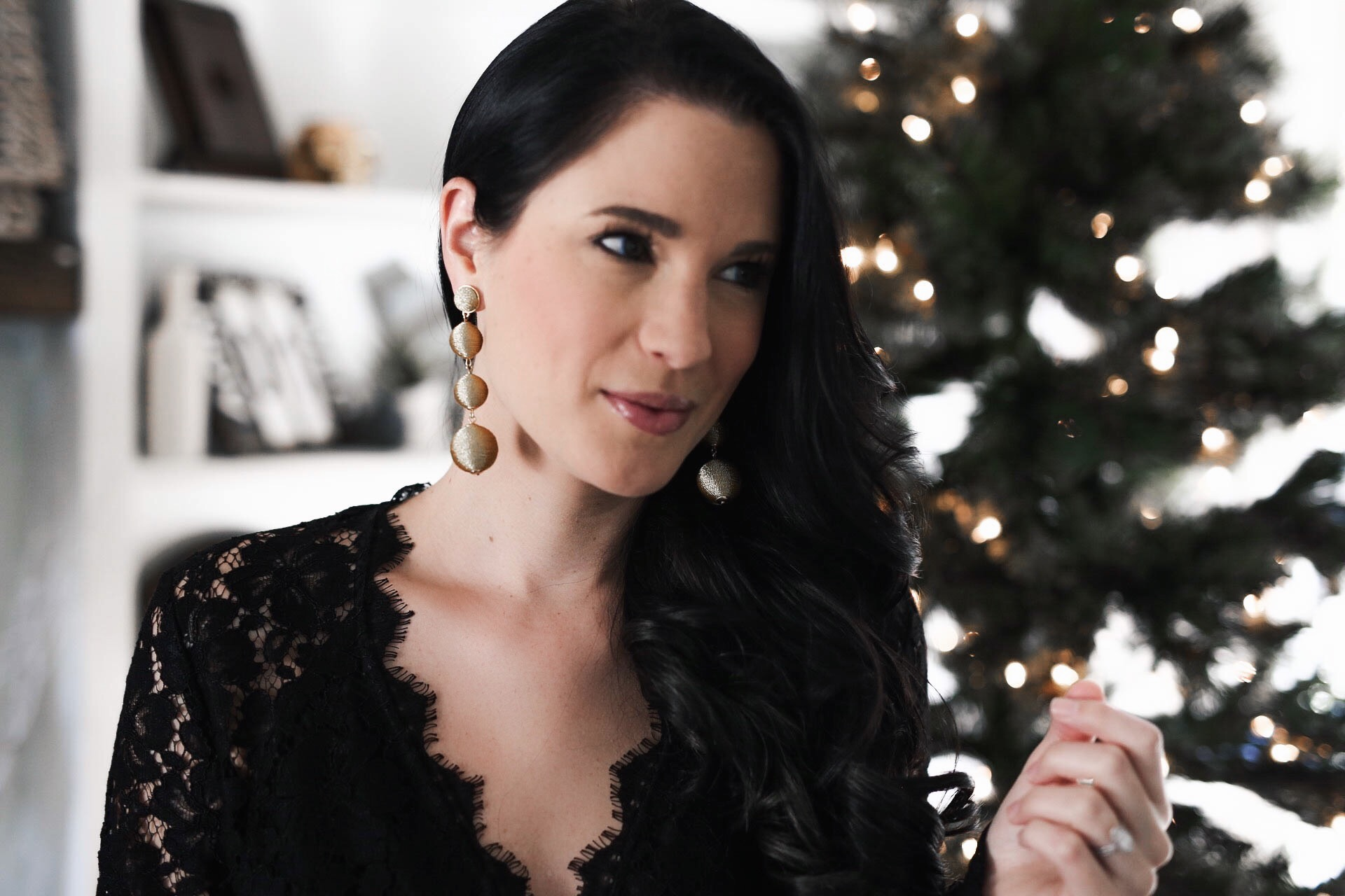 DTKAustin shares her go-to holiday jewelry with Baublebar. Save 25% with code GIFT25! | Baublebar Jewelry Best Sellers | Holiday Gift Guide | holiday jewelry | what to wear for the holidays | holiday accessories || Dressed to Kill #holidayjewelry #baublebar #holidayaccessories