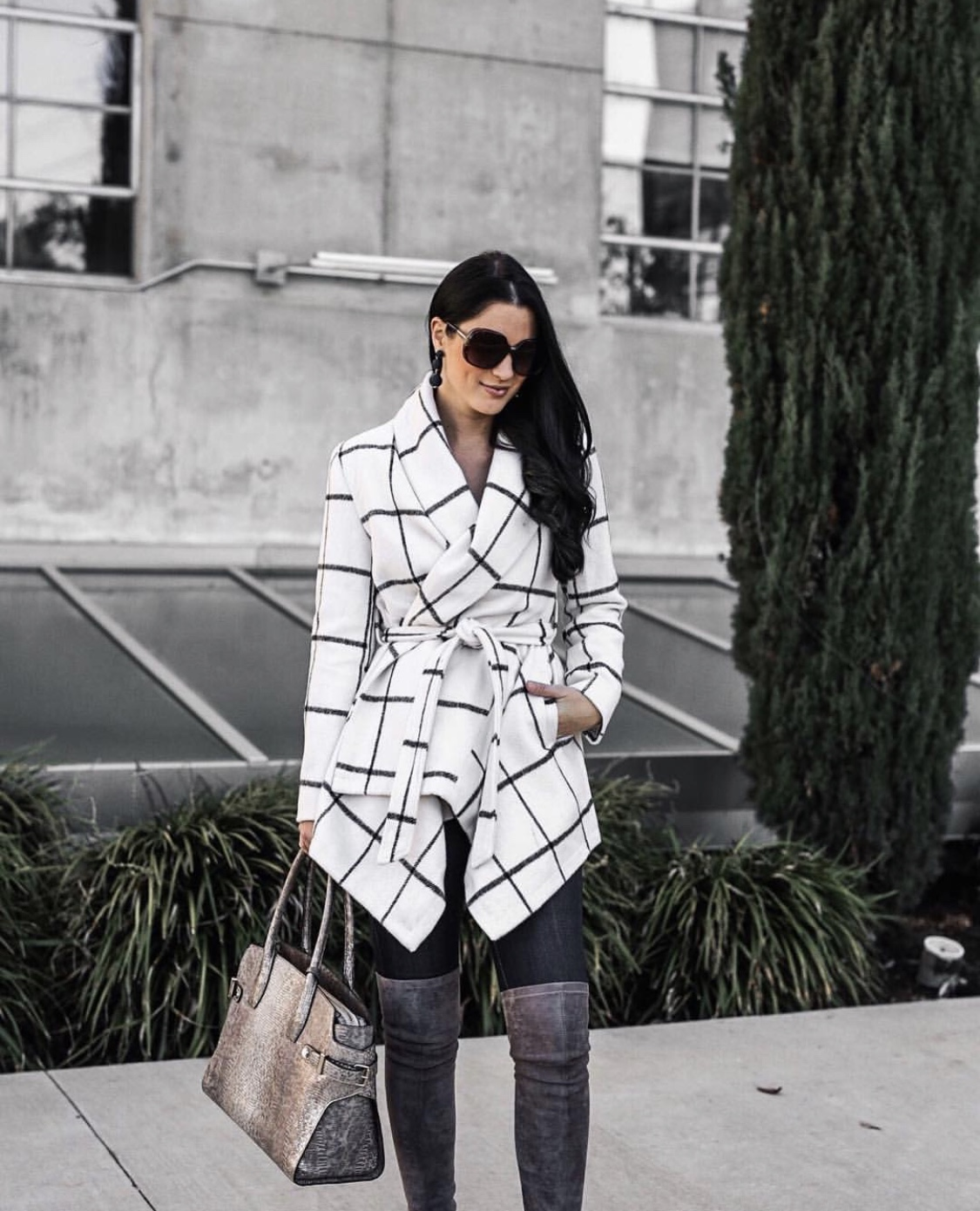 December Instagram Fashion Roundup | winter fashion tips | winter outfit ideas | winter style tips | what to wear for winter | cool weather fashion | fashion for winter | style tips for winter | outfit ideas for winter || Dressed to Kill #winterstyle #fashion #fashionblogger - Best of December Looks - Instagram Fashion Roundup by popular Austin fashion blogger Dressed to Kill
