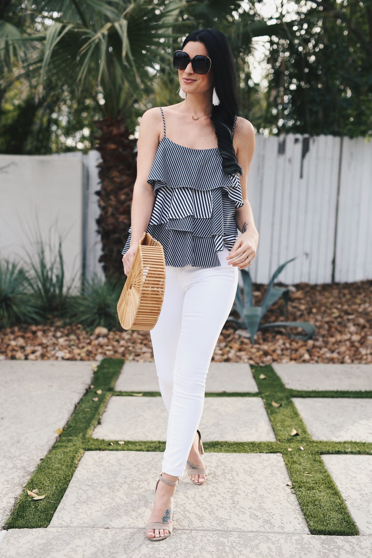how to find the best pair of white denim | summer outfit ideas | white denim | what to pack for summer vacation | summer style ideas || Dressed to Kill #whitedenim #summeroutfit #packingtips - Finding the Perfect Pair of White Denim by popular Austin fashion blogger Dressed to Kill