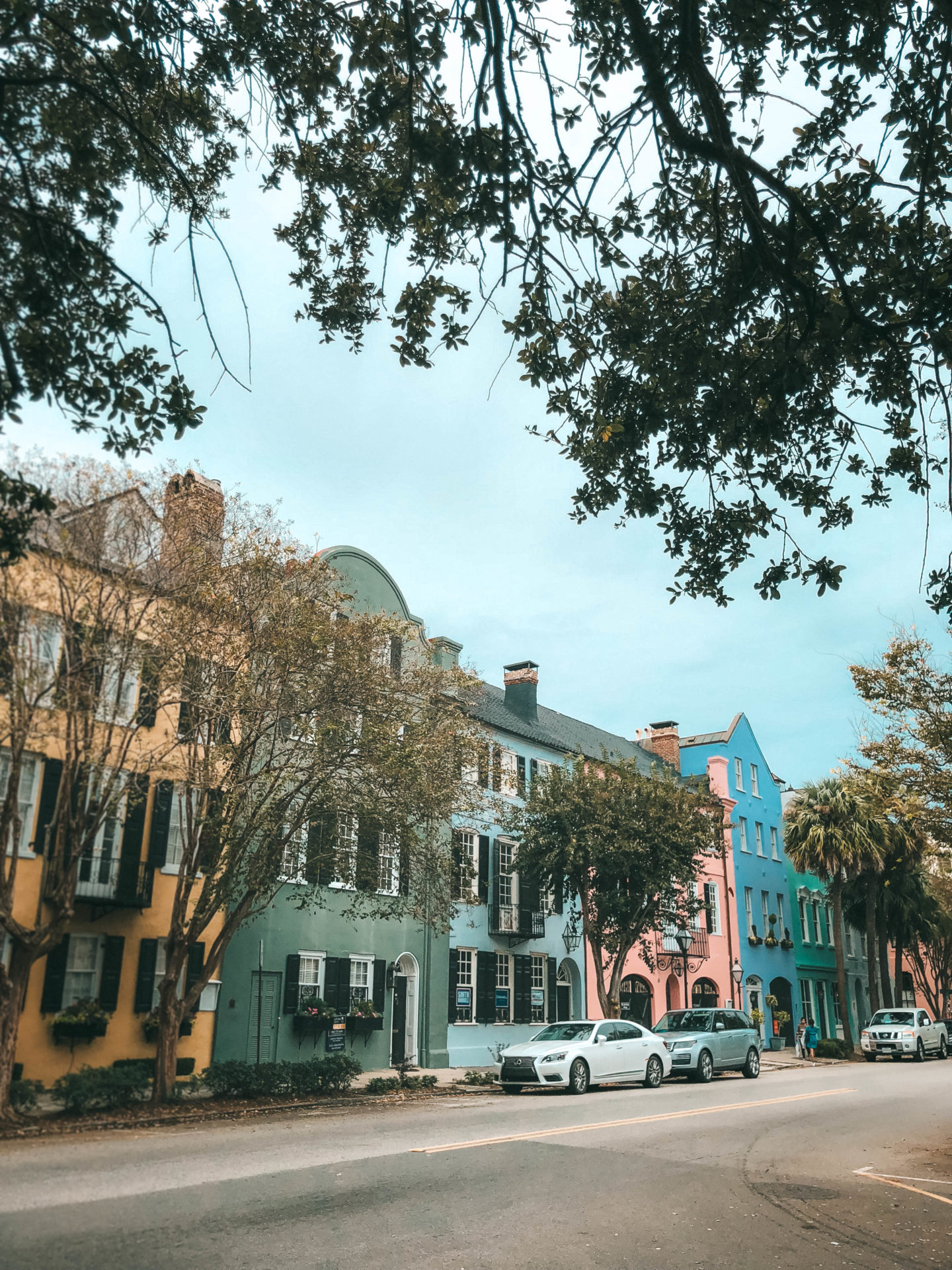 #Charleston #CharlestonSC #CharlestonVacation #volvocars #NewS60 #Middletonplace #southernplantation #helicoptertour #rainbowrow #thedewberry | Volvo | A Weekend in Charleston: the Best Things to Do featured by top Austin travel blogger Dressed to Kill